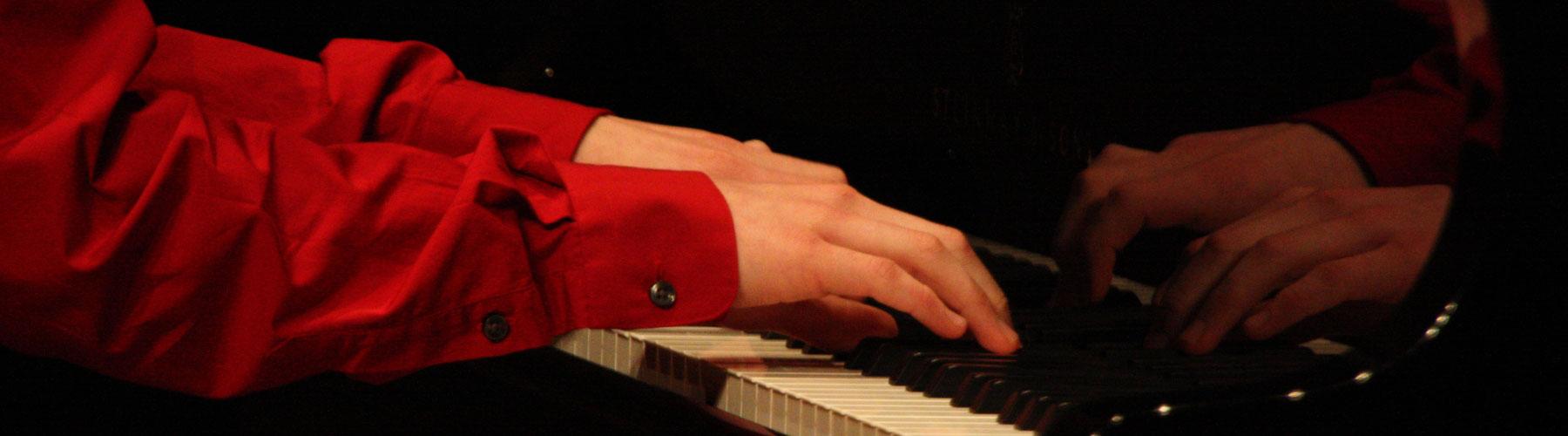 Banner-piano